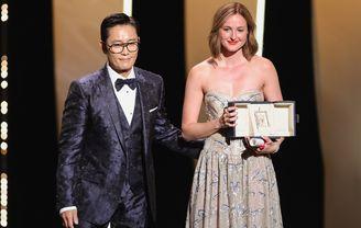 Lee-Byung-Hun 与 Renate Reinsve《Verdens Verste Menneske》(The Worst Person in the World), 最佳女演员奖