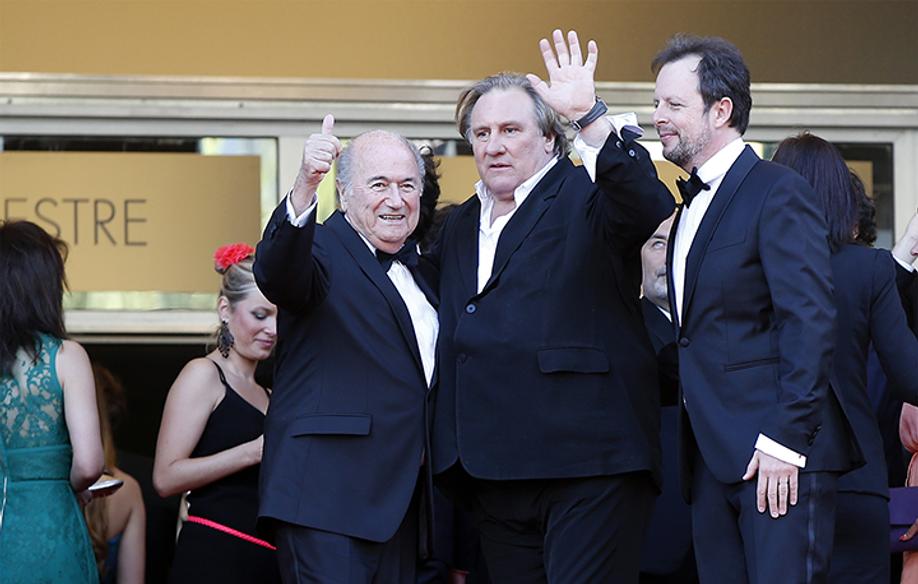 Sepp Blatter, Gérard Depardieu 与Frédéric Auburtin © AFP / VH