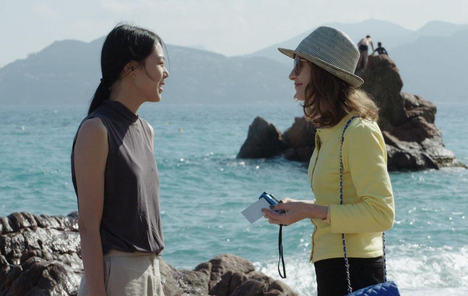 Film still of Keul-le-eo-ui ka-me-la (Claire's Camera)